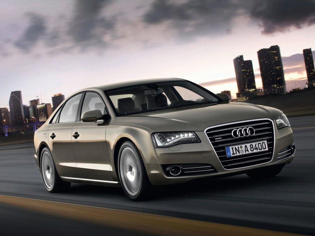 Ředitelé jezdí v Audi A8 a Superbech