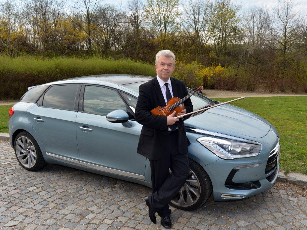 Virtuos Jaroslav Svěcený jezdí Citroënem DS5
