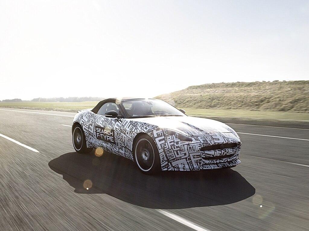 Jaguar F-TYPE k vidění v Paříži