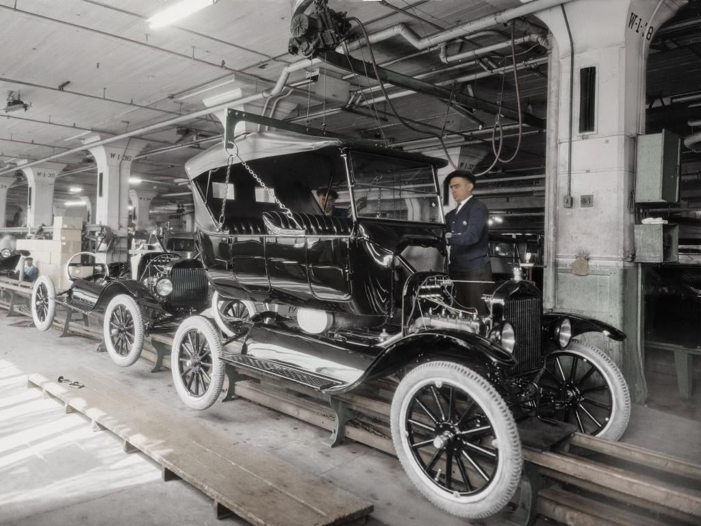 Ford slaví sté výročí zahájení pásové výroby (+video)