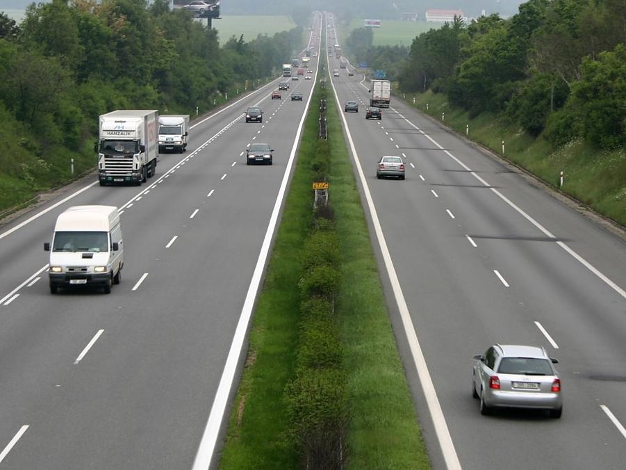 V případě poruchy řidiči na dálnicích hazardují