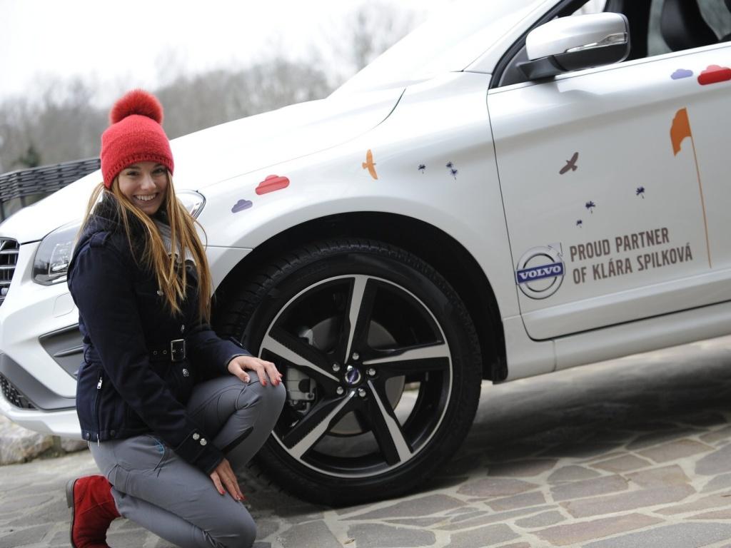 Golfistka Klára Spilková si ráda ve Volvu XC60 halsitě zpívá