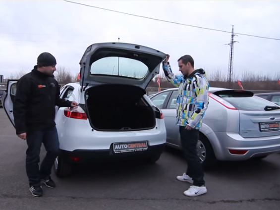 Renault Mégane vs. Ford Focus - kdo vyhraje ve srovnávacím videotestu?