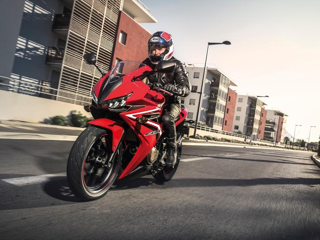 Motocykly Honda NC750X, CB500X a VFR1200X v novém