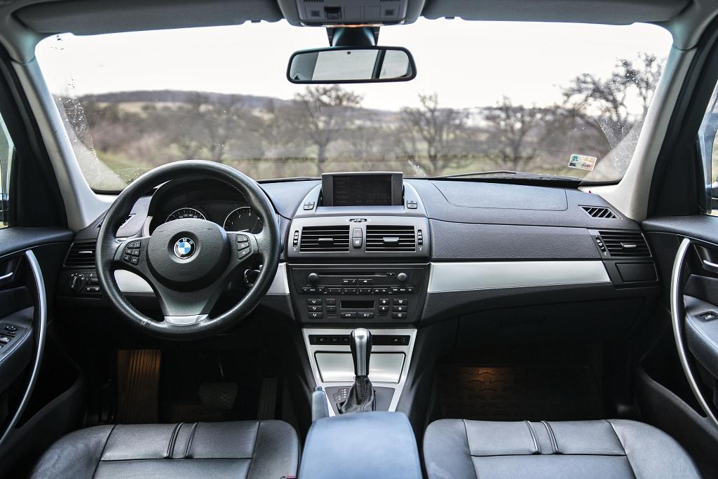 BMW X3 interiér