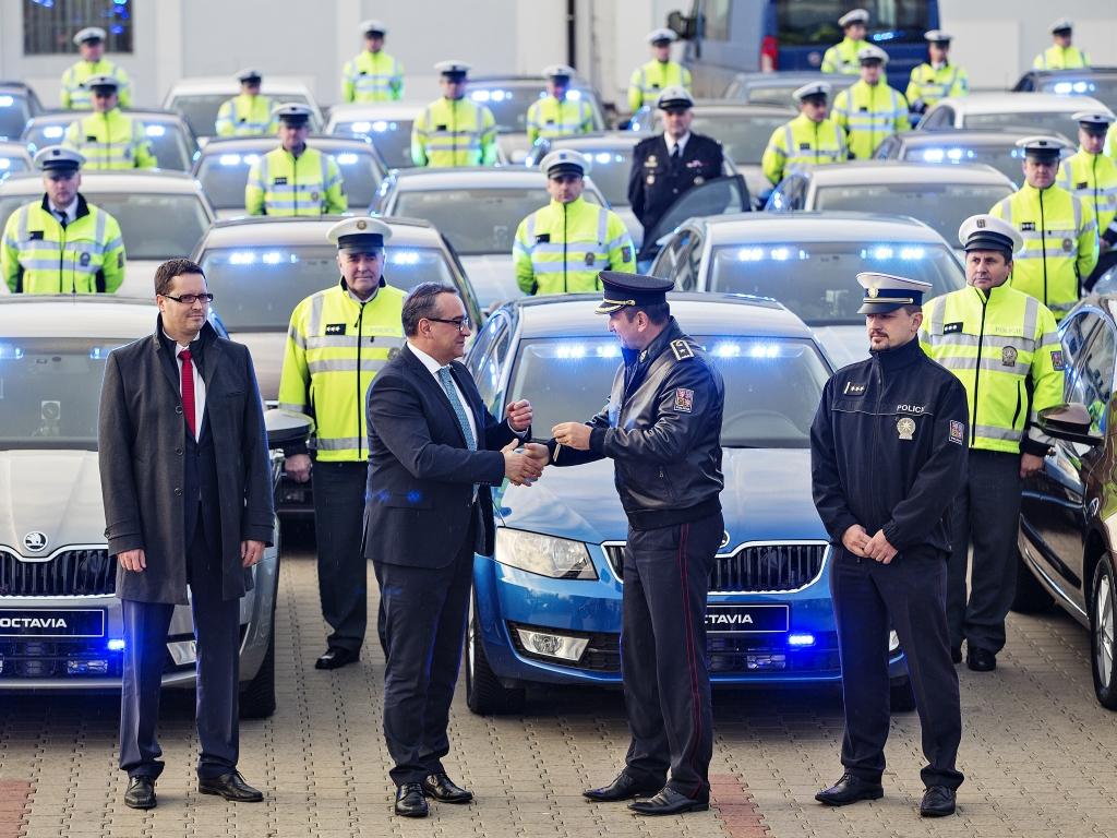 Policie pořídila dalších 53 neoznačených aut k měření rychlosti