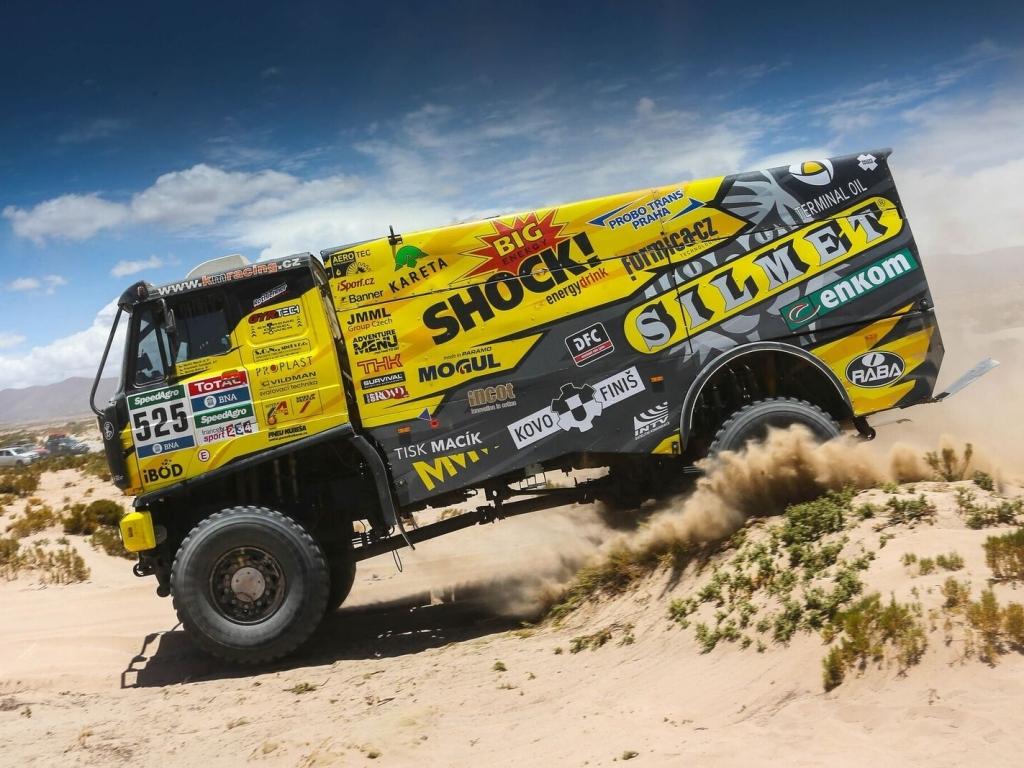V desáté etapě na Rallye Dakar odstoupil vedoucí Carlos Sainz