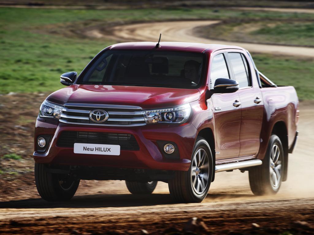 Nová Toyota Hilux se nevzdává žebřinového rámu a novinky pro Ženevu