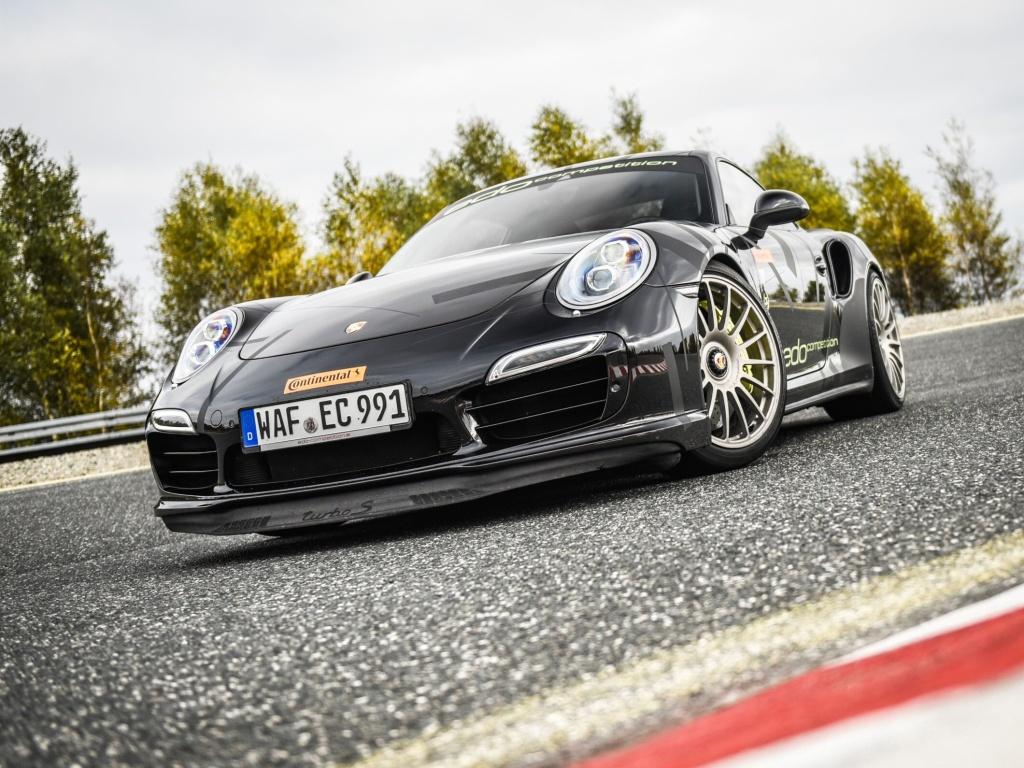 Letní pneumatika SportContactTM 6 se hodí pro sportovní vozy
