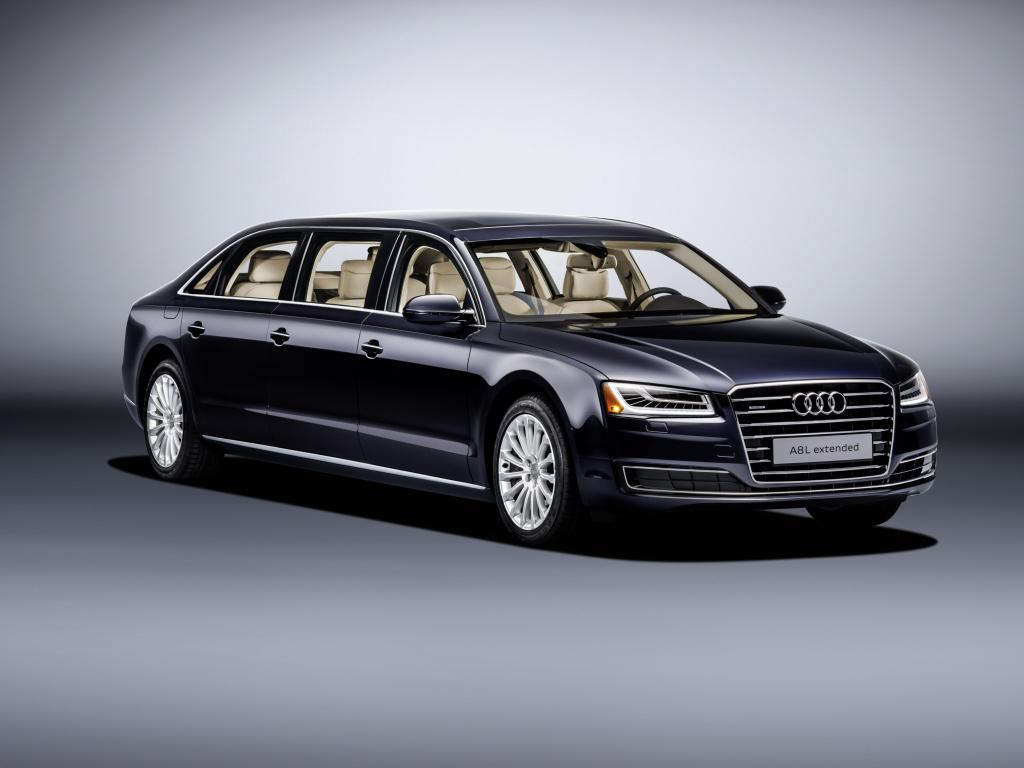 Audi A8 L extended - tři řady sedadel, tři páry dveří