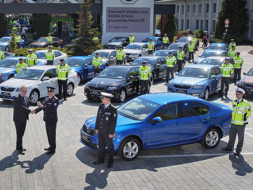 Dalších 35 neoznačených policejních Octavií bude honit řidiče
