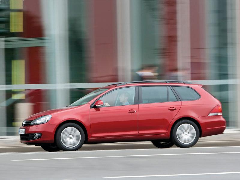 2x VW Golf: Faceliftovaný Variant a superrychlý Golf R