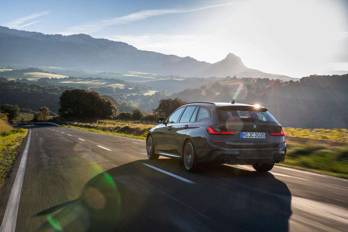 BMW 3 Touring je tady, ovládá se hlasem a vycouve z místa