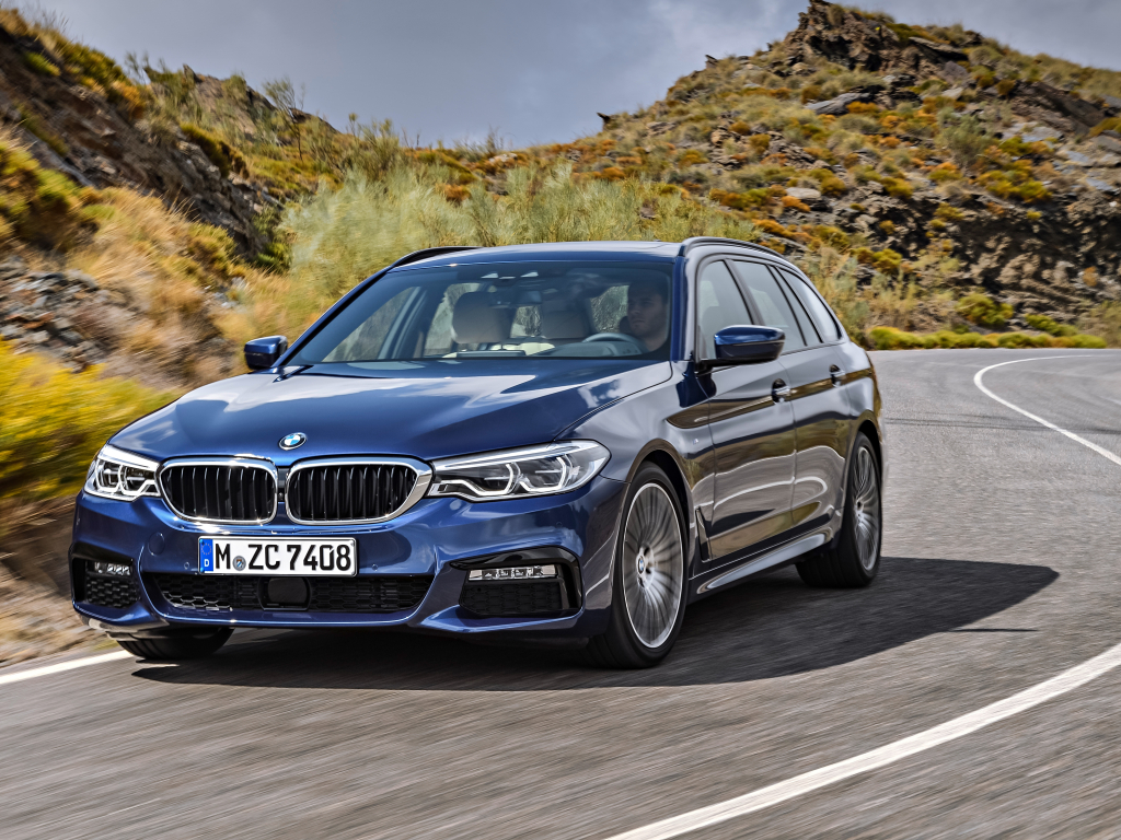 BMW řady 5 přijíždí ve verzi Touring, která utáhne dvoutunový přívěs