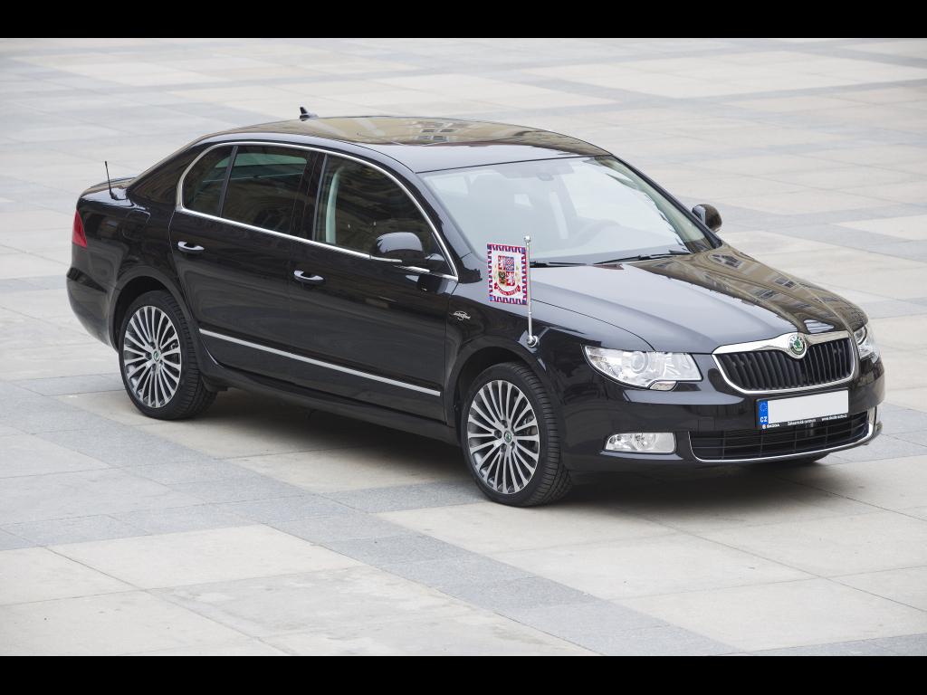 Český prezident jezdí vozem Škoda Superb