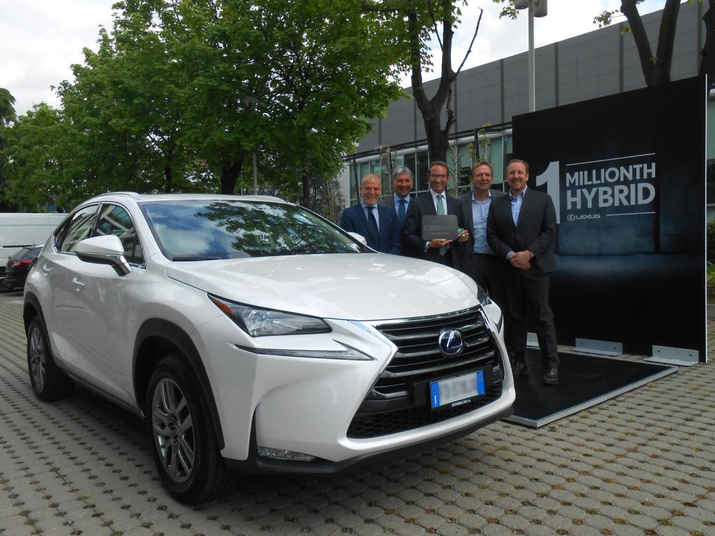 Automobilka Lexus prodala přes milion hybridů