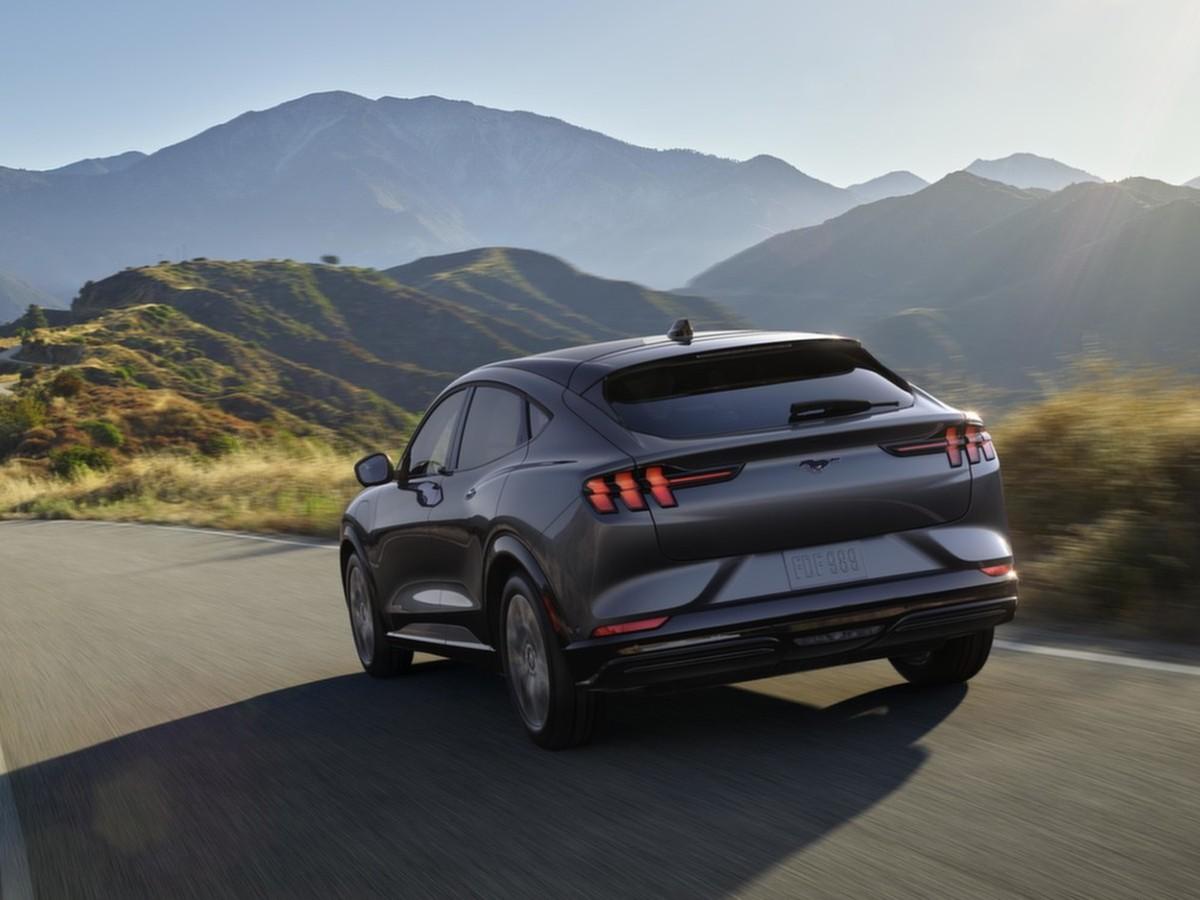 Ford uvádí nový Mustang Mach-E. Jaké jsou jeho přednosti?