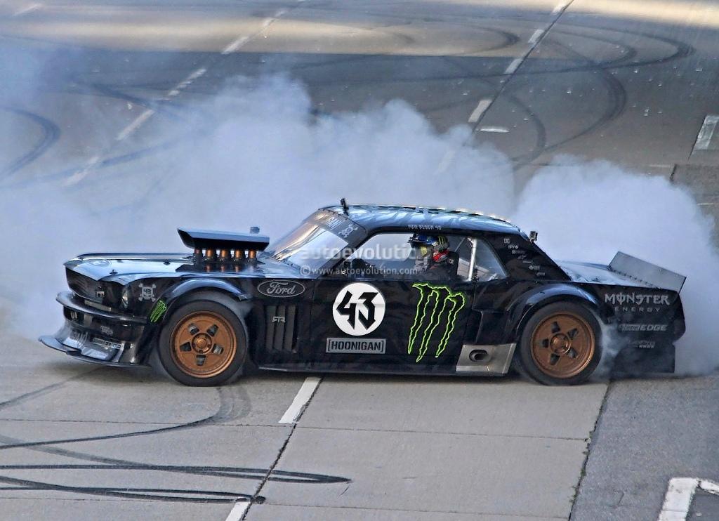 Gymkhana 7 - Ken Block za volantem Fordu Mustang