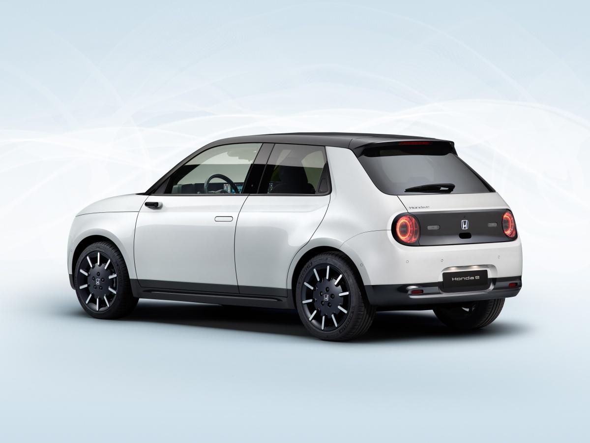 Honda e oficiálně představena, palubní desku budou tvořit displeje