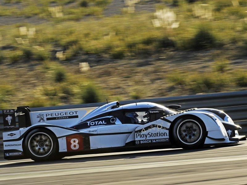 Hybridní Peugeot na závodní trati