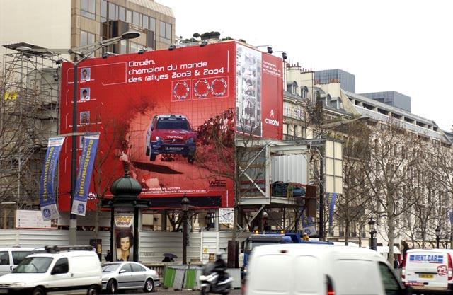 Pařížská třída Champs Élysées v barvách Citroënu