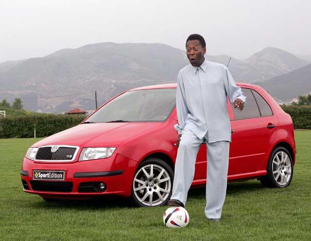 Brazilský fotbalista Pelé otevřel v Řecku nový fotbalový stadion Škoda Arena