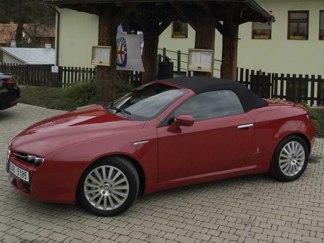 Alfa Spider byla uvedena na český trh