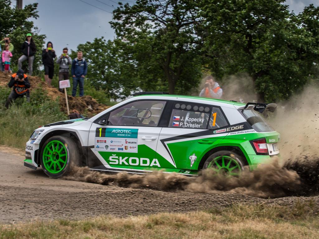 Jan Kopecký triumfoval po stíhací jízdě s Fabií R5 na Rallye Hustopeče