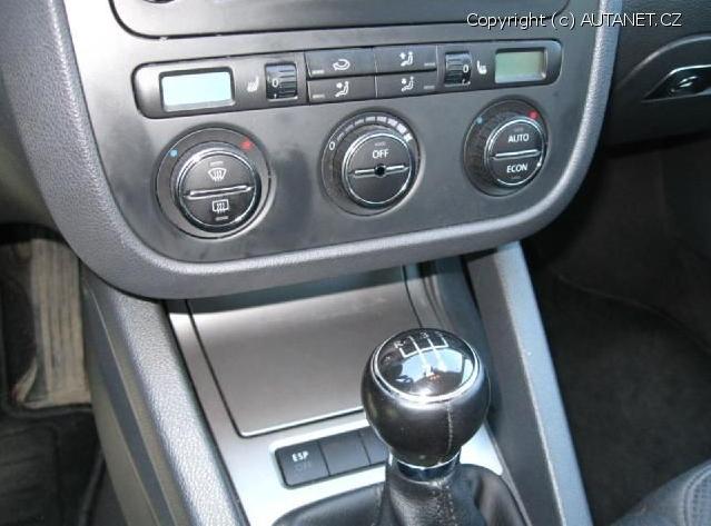 Když vozidlo nepříjemně zapáchá, většinou je na vině klimatizace