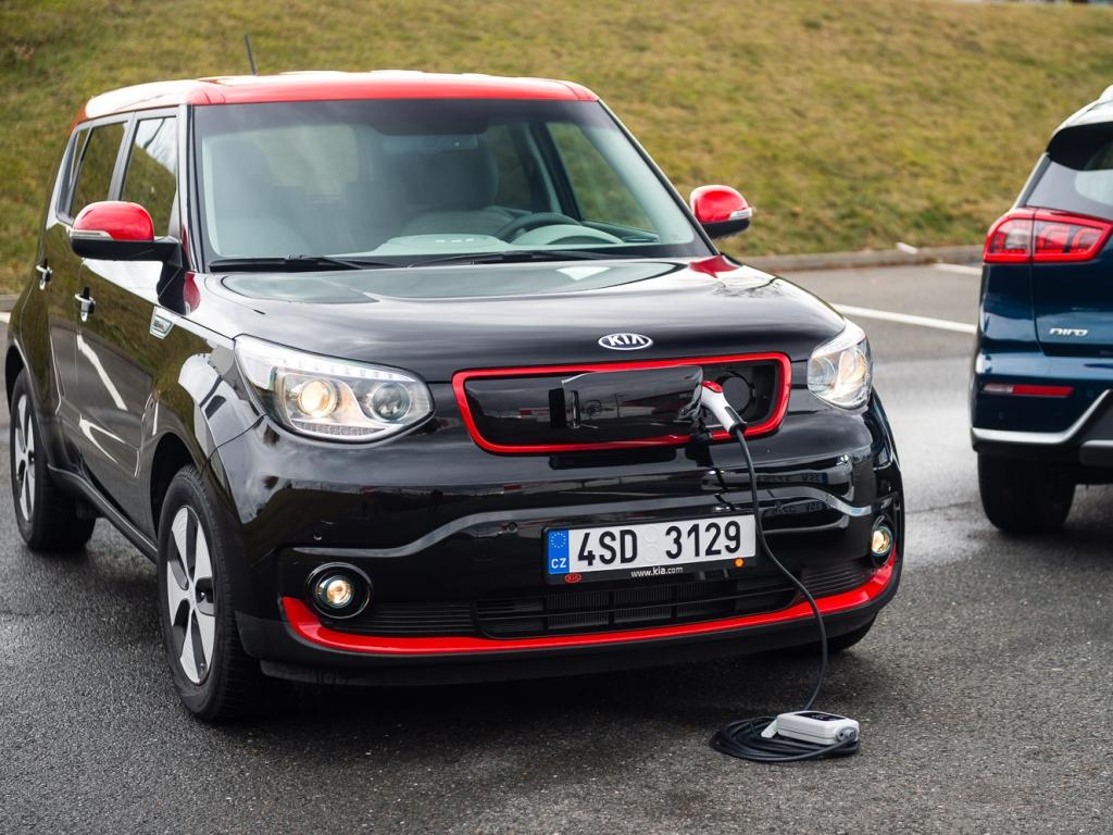 KIA Soul EV nově s dojezdem až 250 km stojí 870 tisíc korun