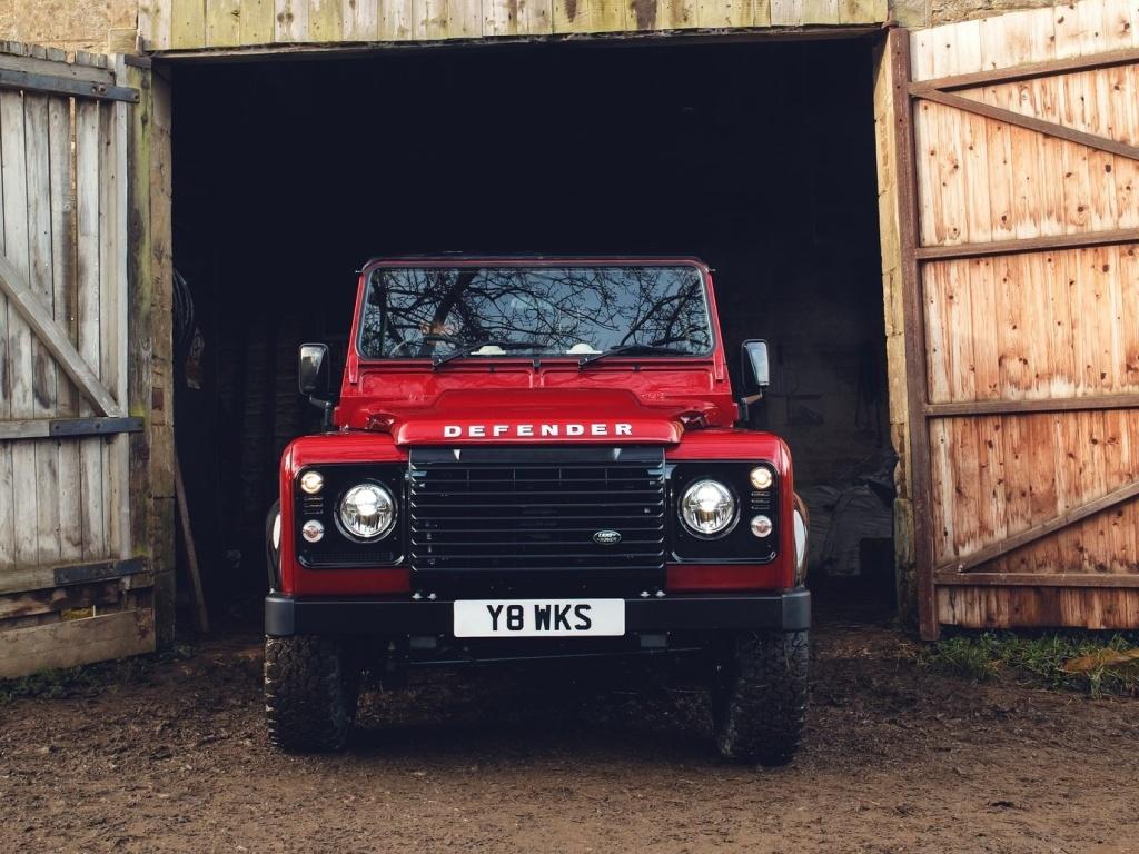 Land Rover Defender přijíždí v limitované edici s pětilitrovým osmiválcem (+ video)