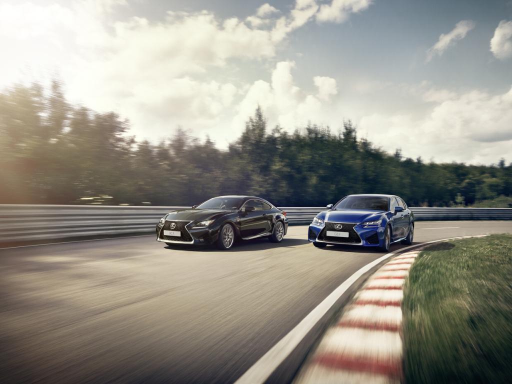 Lexus GS F a RC F nově standardně se systémem adaptivního variabilního odpružení