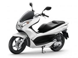 Test: Honda PCX 125 - levný a spořivý skútr
