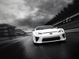Video: Lexus LFA - rekord na Nürburgringu