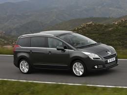 Test: Peugeot 5008 2,0 HDi - Praktický elegán