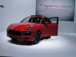 Autosalon Lipsko: Porsche Cayenne GTS a Audi Q3 RS