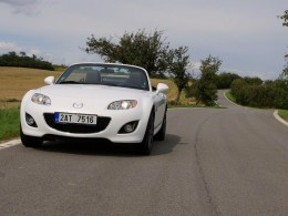 Test: Mazda MX-5 1.8i Roadster- zábavná krasavice