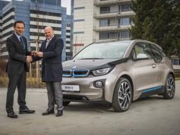 Fyzioterapeut Pavel Kol�� zvolil BMW i3