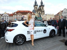 Petra N�mcov� s nov�m Lexusem CT 200h na Prague Fashion Night