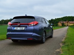 Test: Honda Civic Tourer - Octavii Combi strčí do kapsy