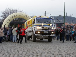 LIAZku mířící do Dakaru vyprovodili fanouškové