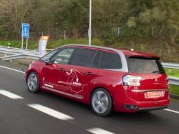 Video: Ve Francii jezdí auta sama, PSA testuje vozy s automatickým řízením