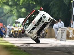 Nissan Juke NISMO RS jezdí po dvou kolech jako nic