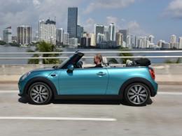 Nejnov�j�� generace MINI nov� ve verzi Cabrio