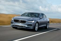 Volvo S90 - nový prémiový sedan s technikou modelu XC90