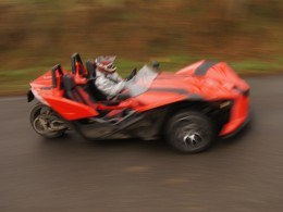 Video: Polaris Slingshot v okol� Prahy a na vod�.