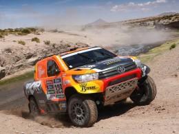 Šestá etapa Dakaru přinesla nehodu Prokopa a konec Macháčka