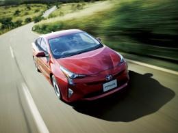 Čtvrtá generace Toyoty Prius jde do prodeje