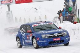 Alain Prost a Dacia Duster na stupních vítězů