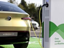Češi chtějí ojetiny a elektromobilům moc nevěří